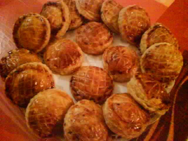Préférence petits pâtés créoles » L'HORIZON LOINTAIN, LA REUNION DR38