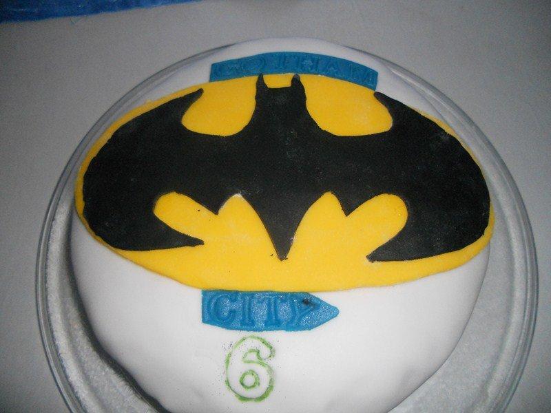 gâteau BATMAN dans pate a sucre et pate d'amande (5) DSCN0317-Copier