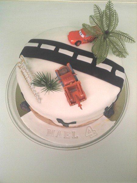 Gâteau Flash Mc Queen dans pate a sucre et pate d'amande (5) img_20130120_140540-copier